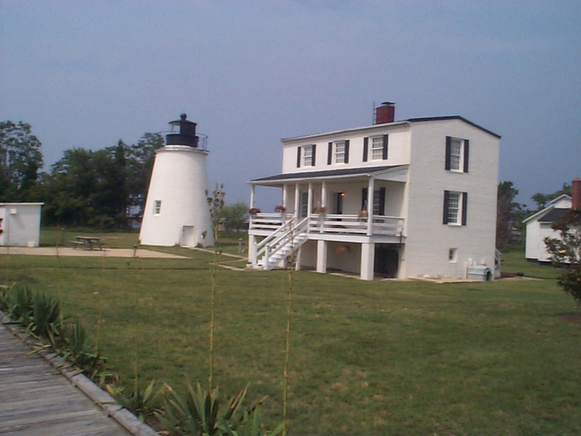 CB - Piney Point Lighthouse.jpg (198731 bytes)